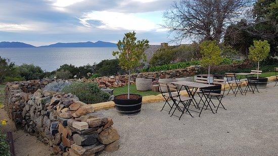 Piermont Retreat: Outdoor area of the restaurant