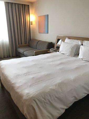 Hotel Novotel Convention & Wellness Roissy Cdg: Room