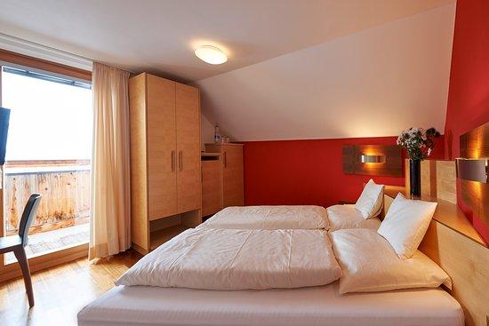 Hochsolden, Austria: Standard Doppelzimmer II  /  Balkon  /  Dachschräge