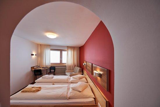 Hochsolden, Austria: Standard Doppelzimmer I  /  Bergseite