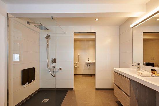Hochsolden, Austria: Doppelzimmer Sonnenseite im 1. Stock  /  barrierefreies Bad
