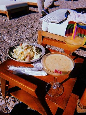 Doryssa Seaside Resort: Caesar salad and cocktails at the beach