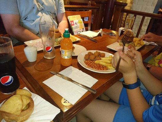 Portlethen, UK: Family meal