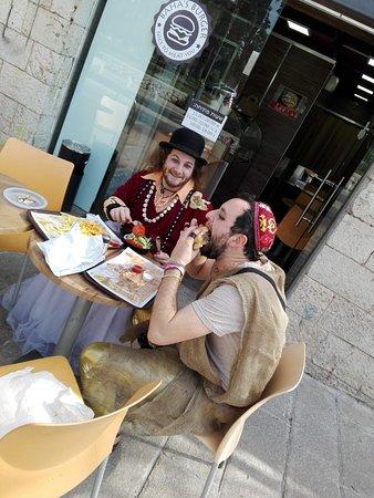 Baha's Burger: Open at Shabat