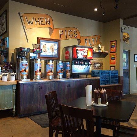 Whole Hog Cafe North Little Rock: Plenty of ice tea and drinks