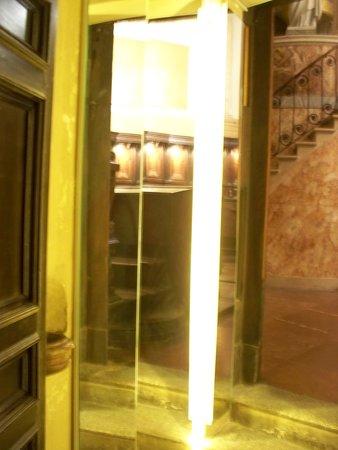 Museo San Fedele: specchi verso l'altare