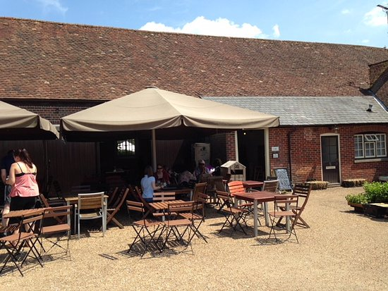 Hinton Ampner, UK: Eating area at front of cafe