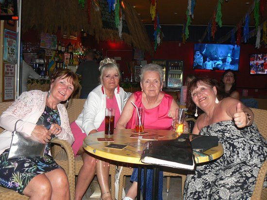 Sanddancers Bar: Lovely Scottish ladies !