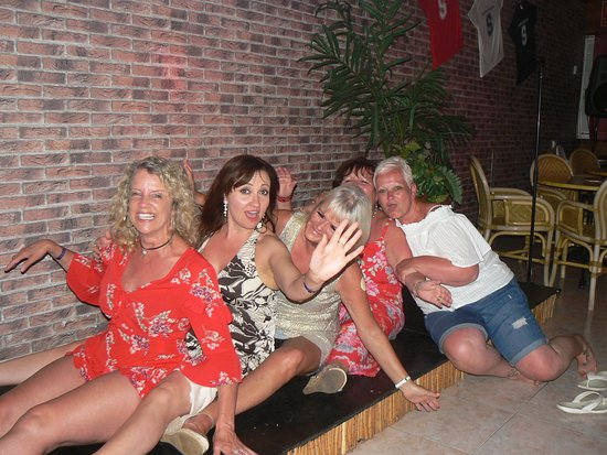 Sanddancers Bar: Ladies having fun as always x