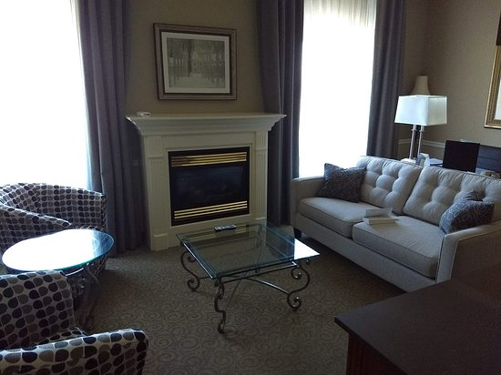 Best Western Plus The Arden Park Hotel: Living room area of suite
