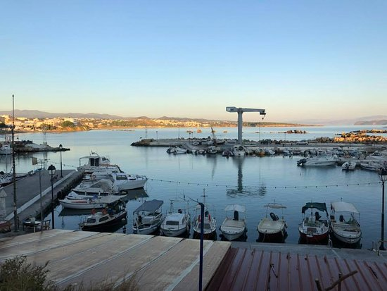 Nea Chora Beach: The harbor next to the beach- boats drive with caution