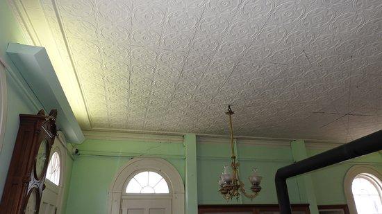 Jesse James Bank Museum: Ceiling