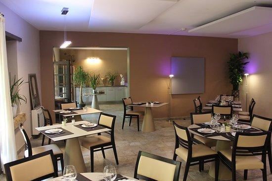Le Mas des Aigras Restaurant: l'intérieur