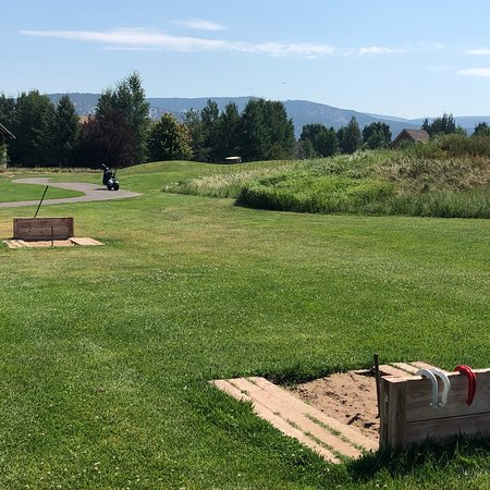 Eagle, CO: The Grille, horseshoes, and kids course