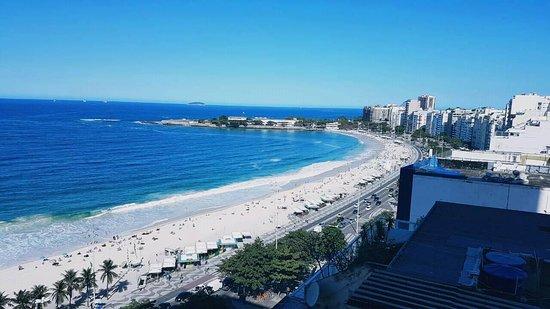 Rio Othon Palace Hotel: Vista do terraço, onde fica a piscina e onde acontecem as festas.