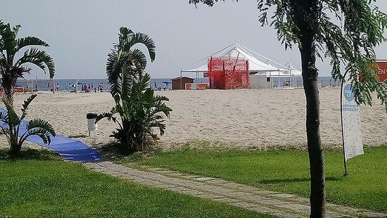 Le Dune Beach Club: Accés à la plage