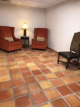 سييرا سويتس: Sales center