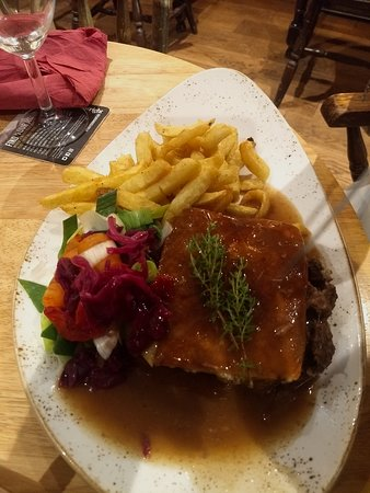 Newlands Valley, UK: stak and ale pie