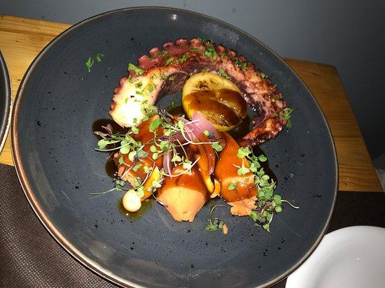 Crudo Bar: Grilled octopus