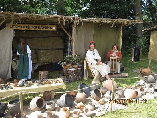 Kernave, Litauen: Demonstration of ancient crafts