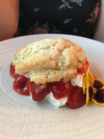 The Antler Steakhouse: Strawberry shortcake