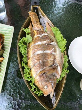Villa San Pee-Seua: Steamed fish for lunch