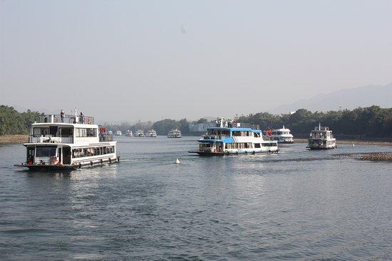 Guangxi, China: A long line following the deep water