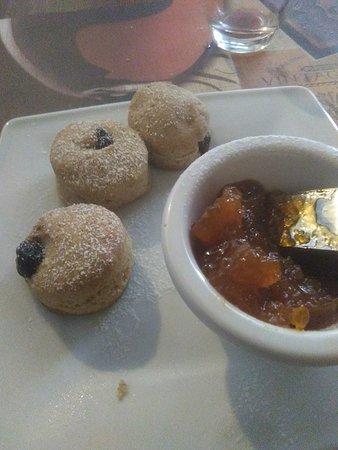 Contigliano, Italië: Biscotti e marmellata di zucca fatti in casa