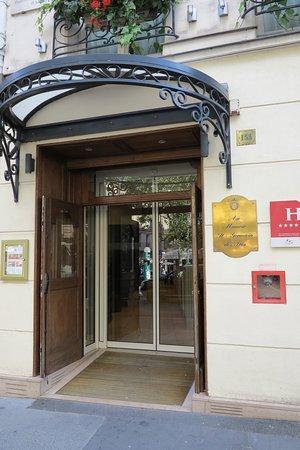 Au Manoir Saint Germain De Pres: Hotel Front