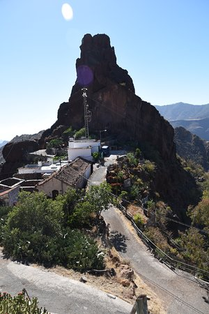 Tejeda, Spain: Widok na sąsiednią skałę.