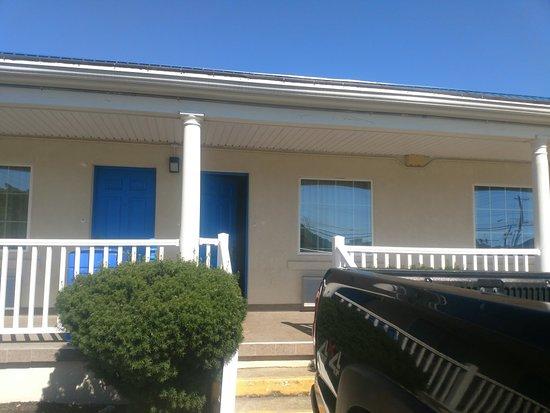 Motel 6 Harrisonburg - South: IMG_20180708_163259611_large.jpg