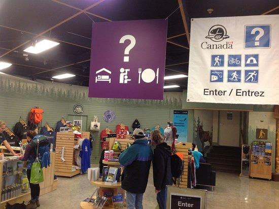 Banff Visitor Centre: Gift shop