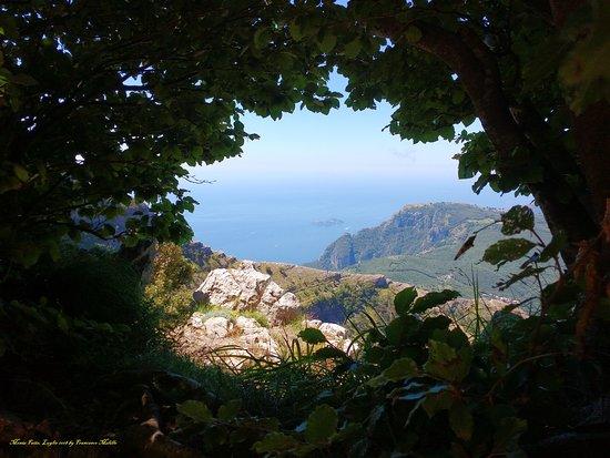 Villaggio Monte Faito, Italie : il mare in cornice