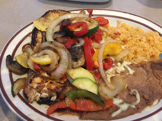 Pollo Sinaloa ( a grilled chicken breast with grilled vegs