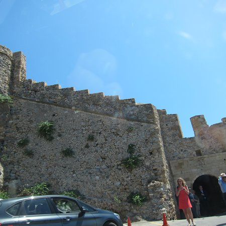 Karavostasi, Grécia: Turned around at the gate to the Rock and headed back to the Princess' pool.