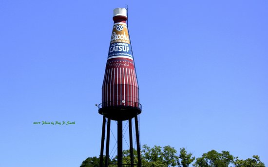 ‪World's Largest Catsup Bottle‬