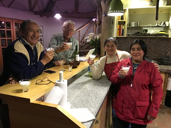 Leymebamba, Peru: The owner Oscar is on the left and his staff on the right. Pisco Sours for all!