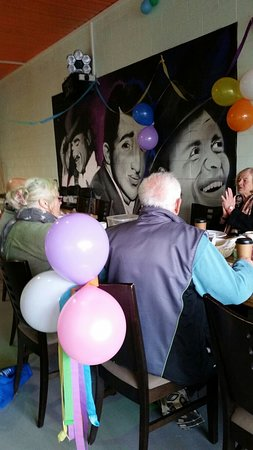 Cape Woolamai, Australien: Vi's Birthday Breakfast ... provided by the lovely Tina and decorated for atmosphere ... would b
