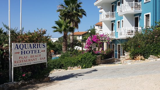 Cappari Hotels Aquarius Hotel: Entrance to the hotel and reception area