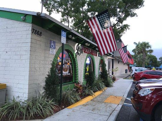 Margate, Flórida: J.R. Pizza Bella store front