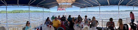 Pearl of the Lake Paddleboat: Panoramic view upper level boat