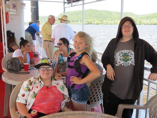 Pearl of the Lake Paddleboat: Kids enjoying the cruise