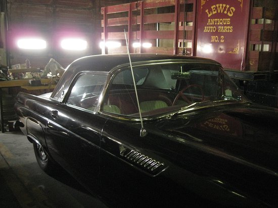 Moriarty, NM: Vehicles in the museum.