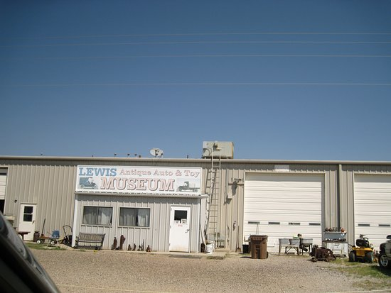 Moriarty, NM: Lots to see inside and out.