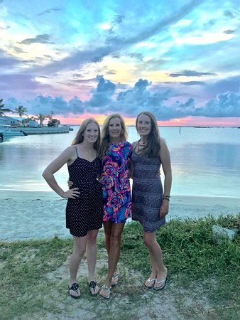 Elbow Cay: The ladies at sunset