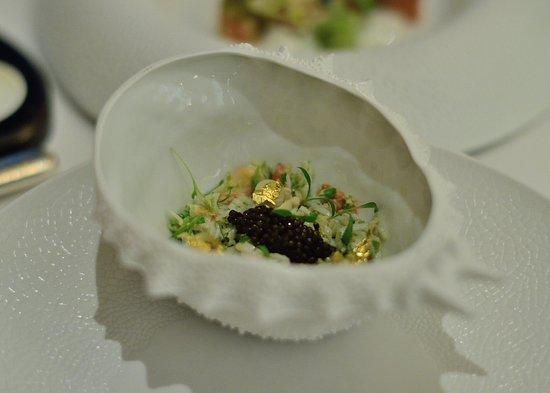 Caprice:阿拉斯帝王蟹肉拌吉拉多生蠔及海鮮凍配特級魚子醬