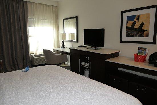 Hampton Inn Taos: King room