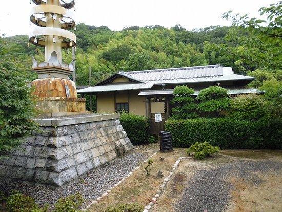 Shizukagozen's Grave