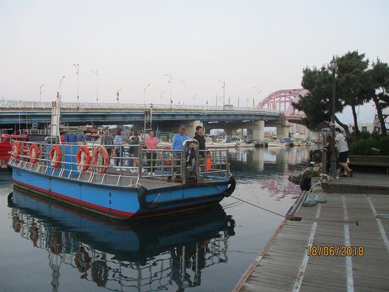 Sokcho, Güney Kore: the barge