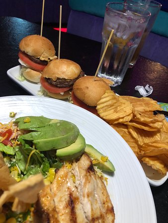 The Peppermill Restaurant & Fireside Lounge: sliders and house made chips